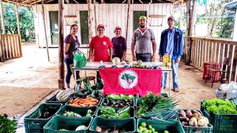 Camponeses do MST preparam doações
