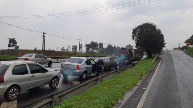 PONTA GROSSA – PRF atende acidente do tipo engavetamento na BR 376