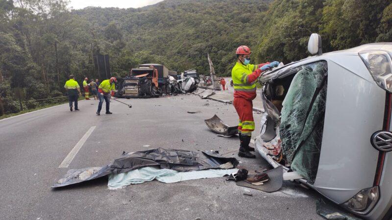 Grave acidente interdita a Serra do Mar