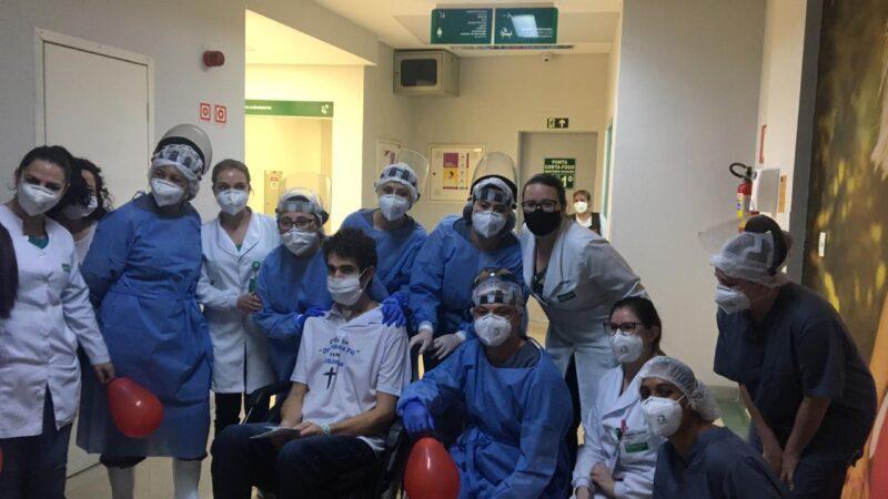 Após 56 dias de internamento, paciente se recupera de Covid -19. Uma história de luta, fé e superação