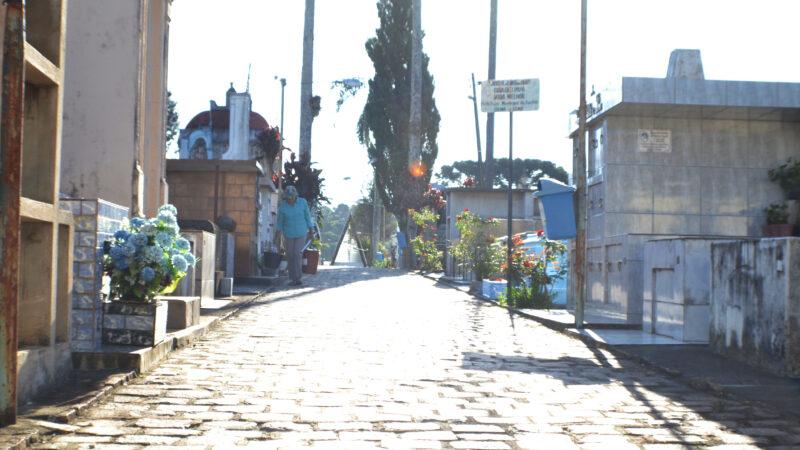 Em Castro, limpeza de túmulos deve ser feita até dia 28