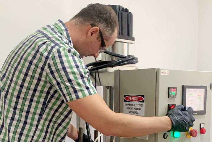 Professor e aluno da UEPG desenvolvem tecnologia de nanopartículas