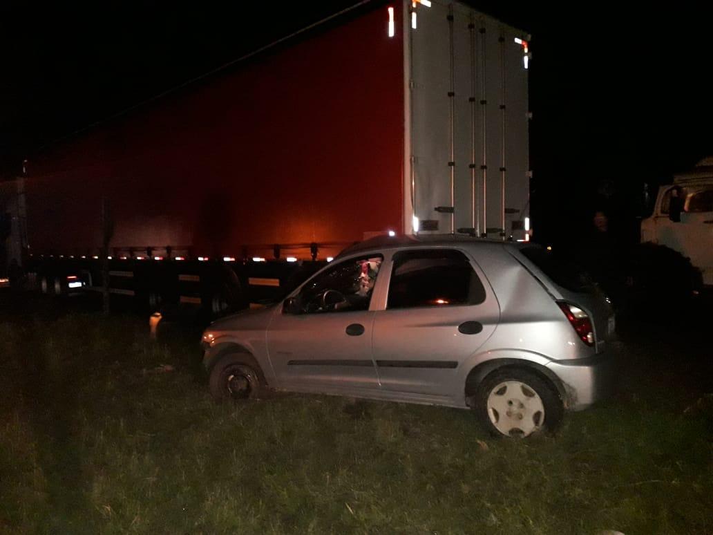 Acidente entre carro e caminhão deixa um ferido