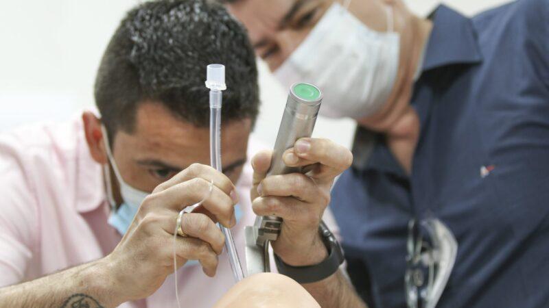 Equipes da ala Covid do HU-UEPG recebem capacitação sobre o manejo da doença