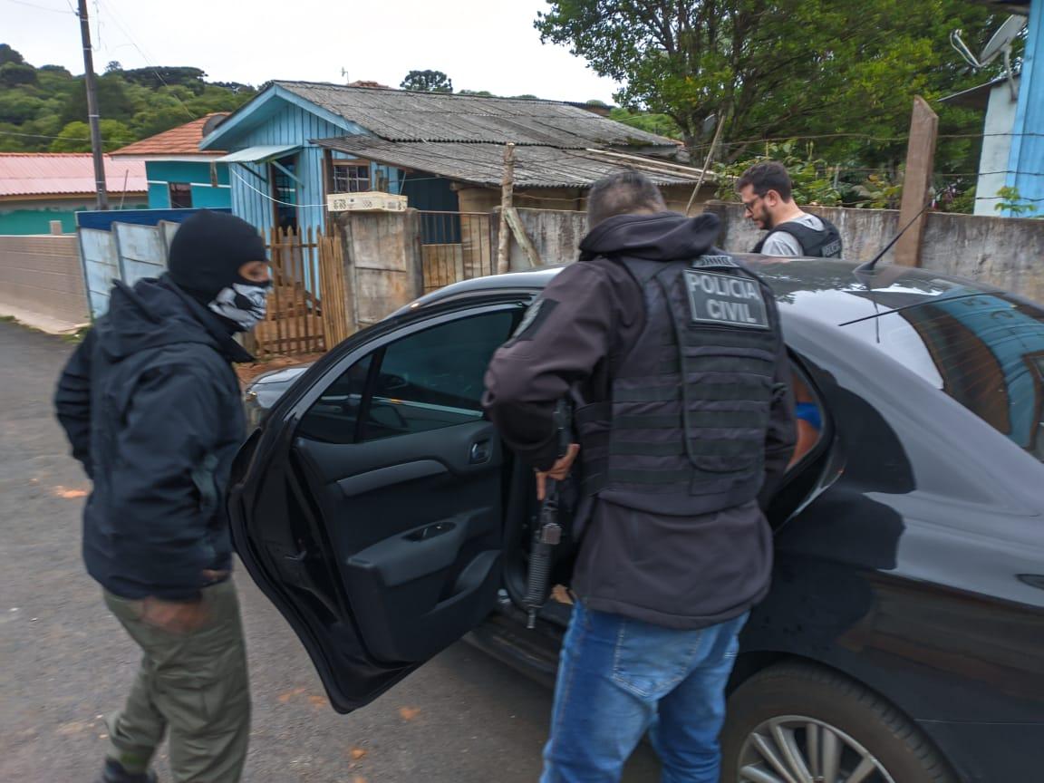 Civil prende homem acusado de atropelar ex-companheira em Castro