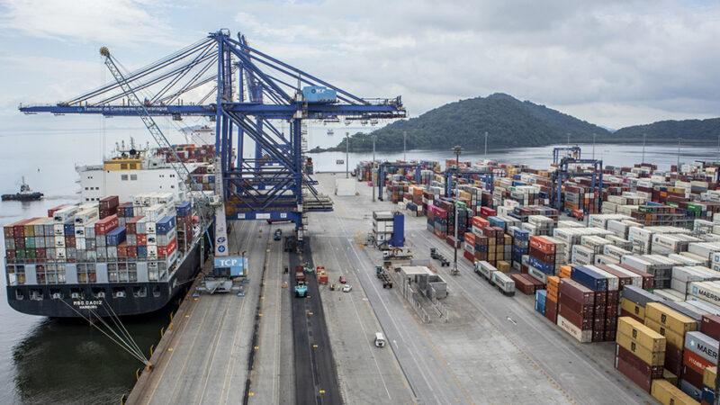 Paranaguá é rota de navios com capacidade para até 12 mil contêineres