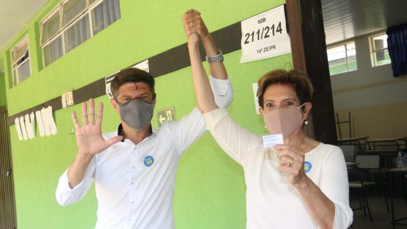 Elizabeth Schmidt é a primeira candidata de Ponta Grossa a votar