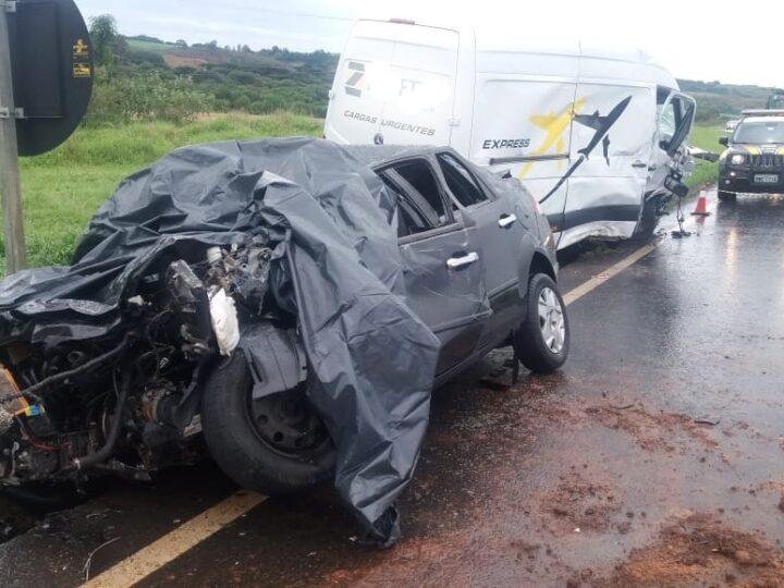 Duas pessoas morrem após colisão frontal em Palmeira
