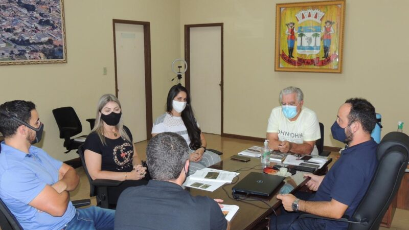 Deputada Aline Sleutjes visita prefeito de Piraí do Sul e atende demandas