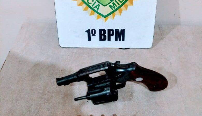 Dupla é detida com arma de fogo em Castro