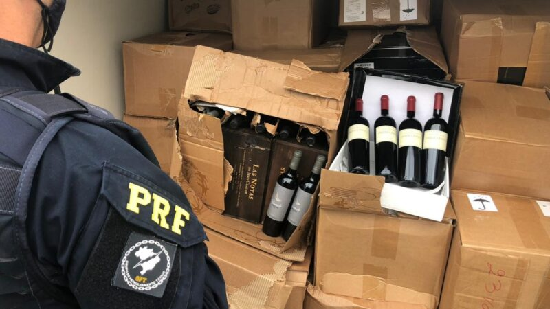 Carga com 2.000 garrafas de vinhos é apreendida pela PRF em Irati