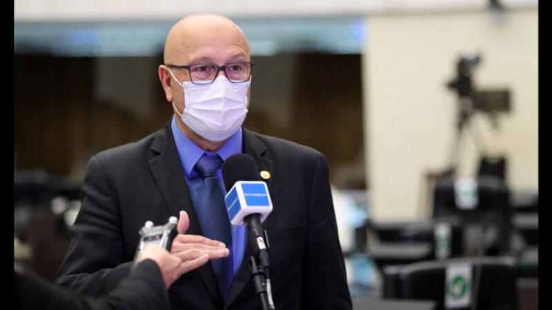 Deputado questiona Ministério da Saúde sobre número de vacinas enviadas ao Paraná