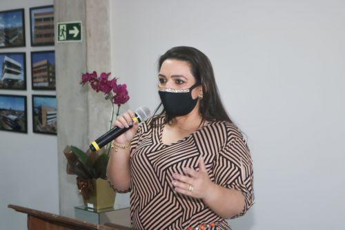 Elisangela reajusta VRM e nomeia equipe de governo em Carambeí