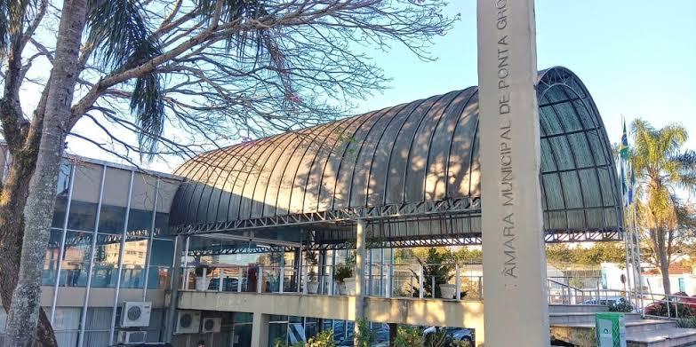 Sessões na Câmara Municipal de Ponta Grossa deverão começar quentes