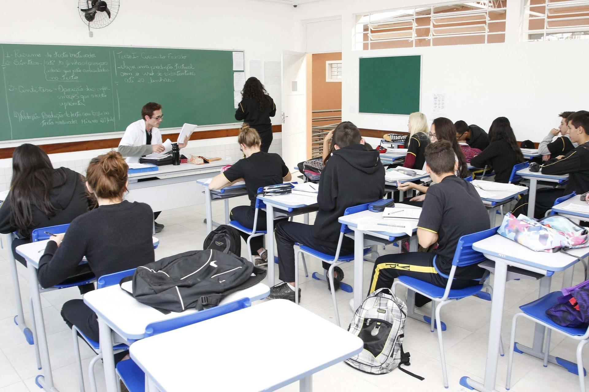 Distribuição de aulas da rede estadual começa dia 3