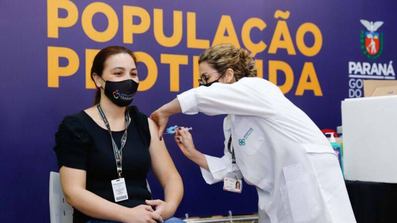 Vacinação já começou nos 399 municípios do Paraná