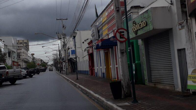 Lojistas tentam driblar decreto de lockdown do governo e trabalham fechados