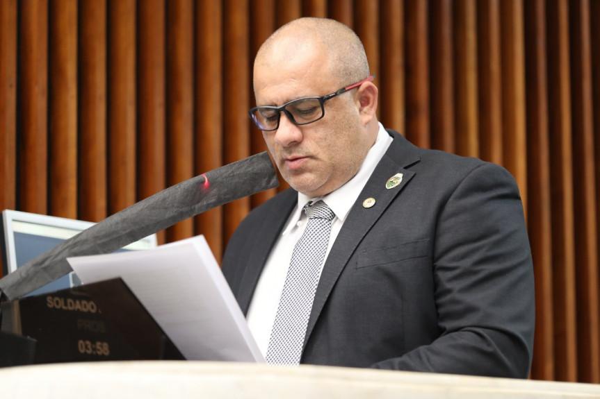 Deputado pede contratação de mães para prevenir Covid em escolas