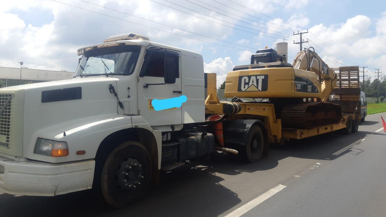 Caminhão é apreendido pela PRF com diversas irregularidades