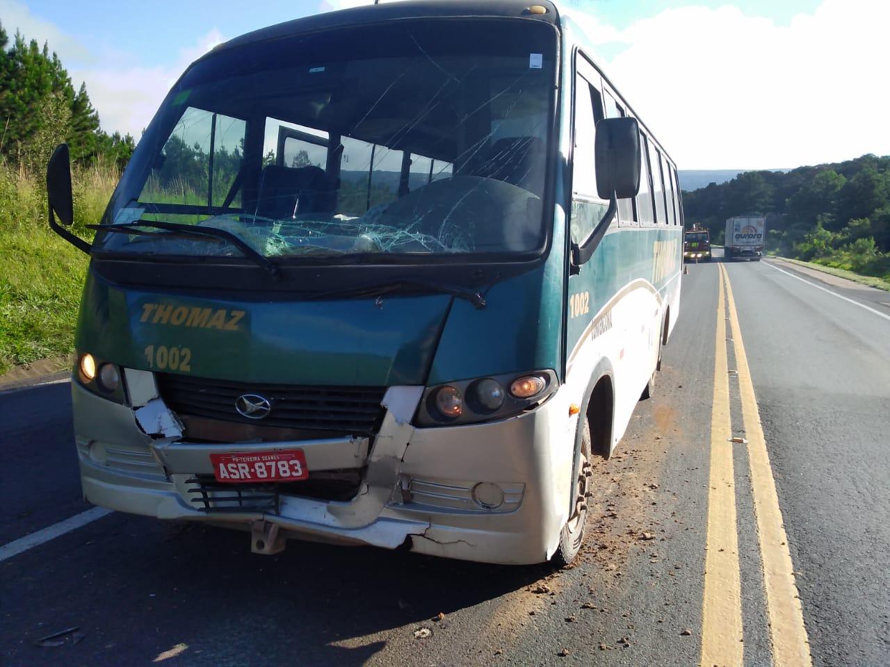 Quatro passageiros ficam feridos em colisão