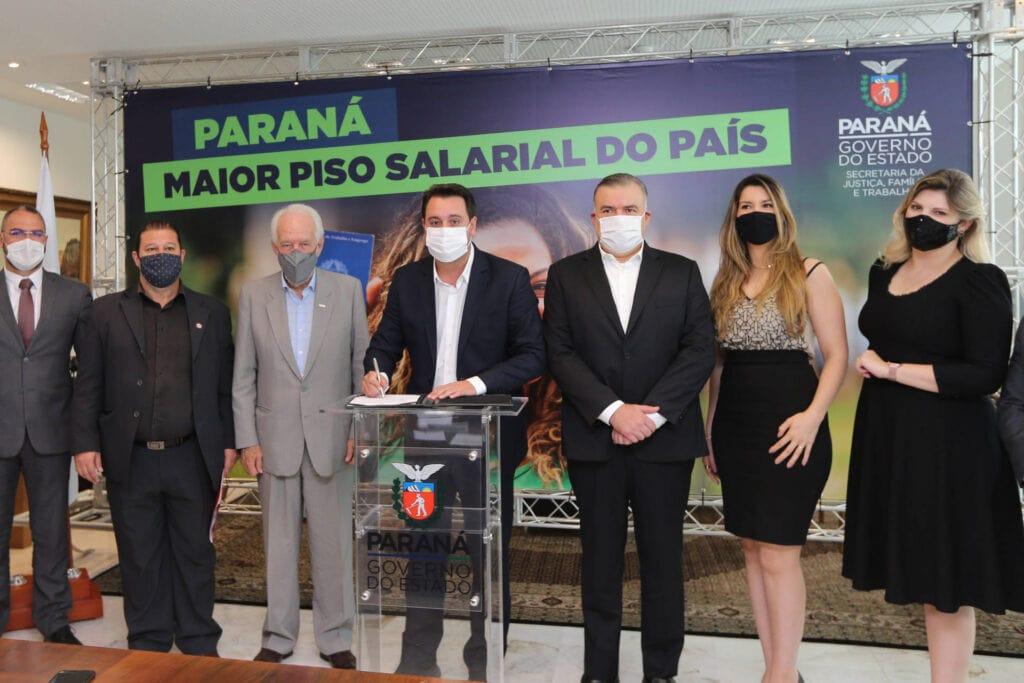 Ratinho Junior ratifica novo salário mínimo regional do Paraná, o maior do País