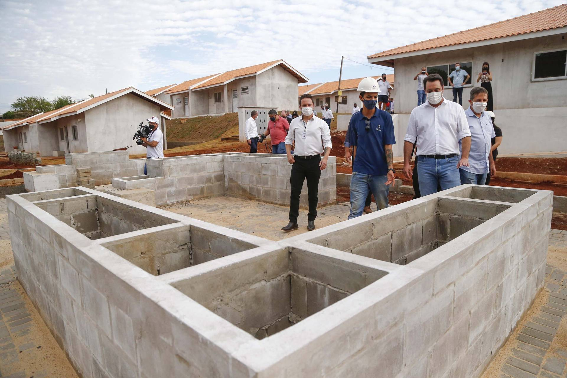 Governador vistoria obras no Condomínio do Idoso de Foz