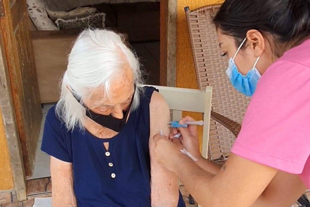 Fake news e idosos são foco de campanha a favor da vacinação