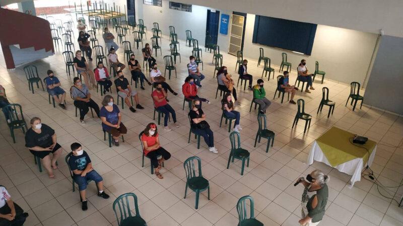Escolas recebem pais e alunos para orientações sobre ensino híbrido