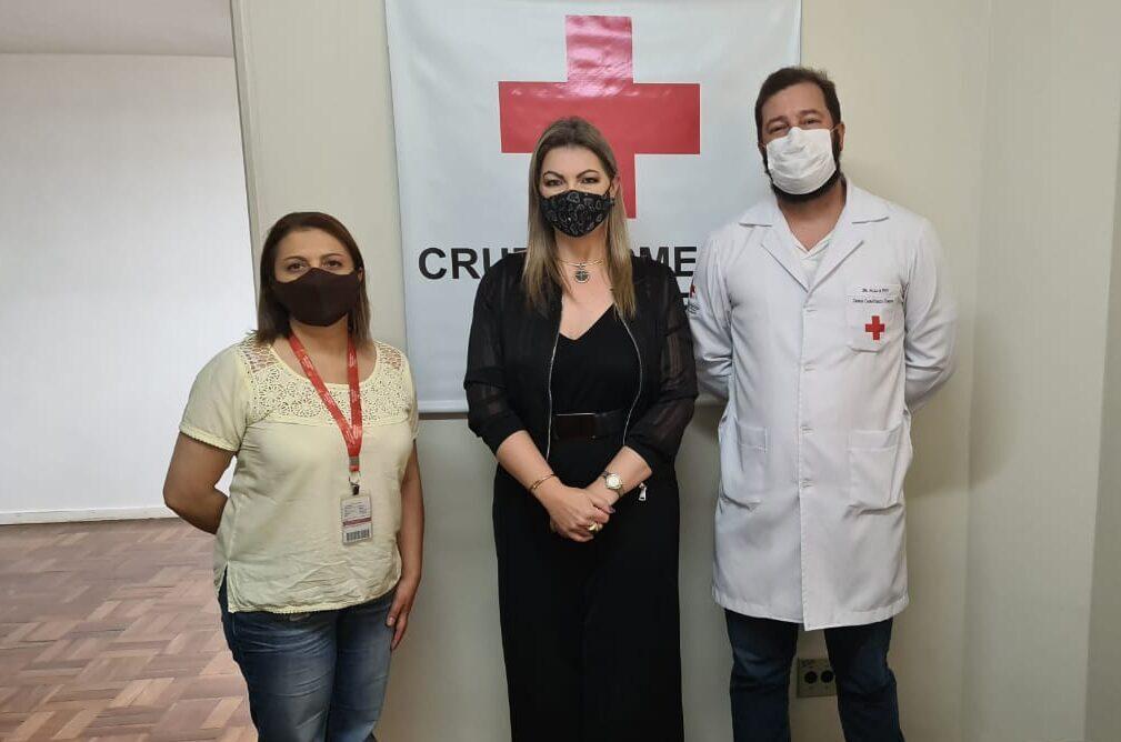 Deputada Aline Sleutjes visita hospital da Cruz Vermelha em Castro