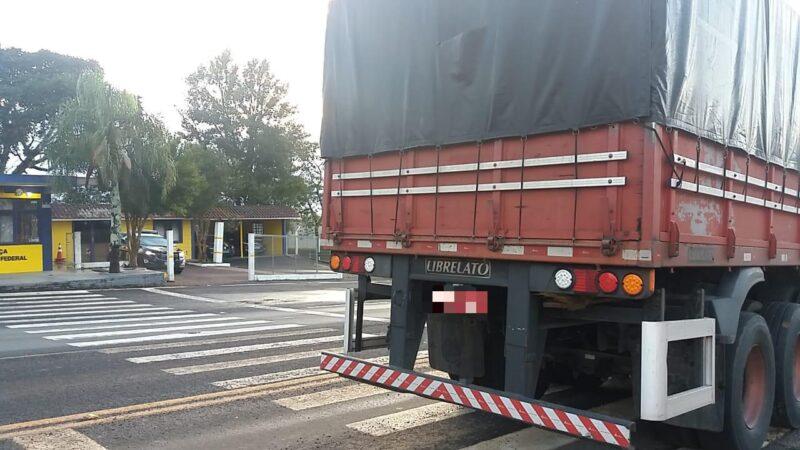 PRF recupera carreta roubada em Tibagi após perseguição