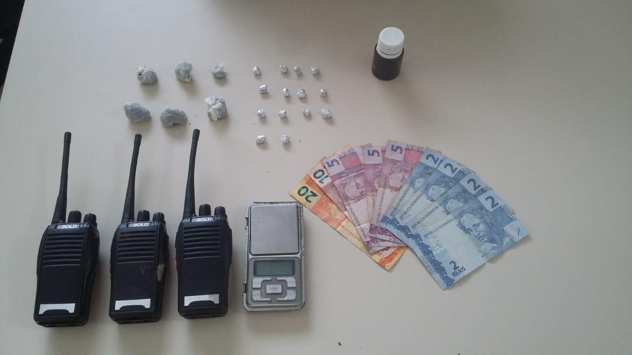 Rapaz é detido com 13 pedras de crack em PG