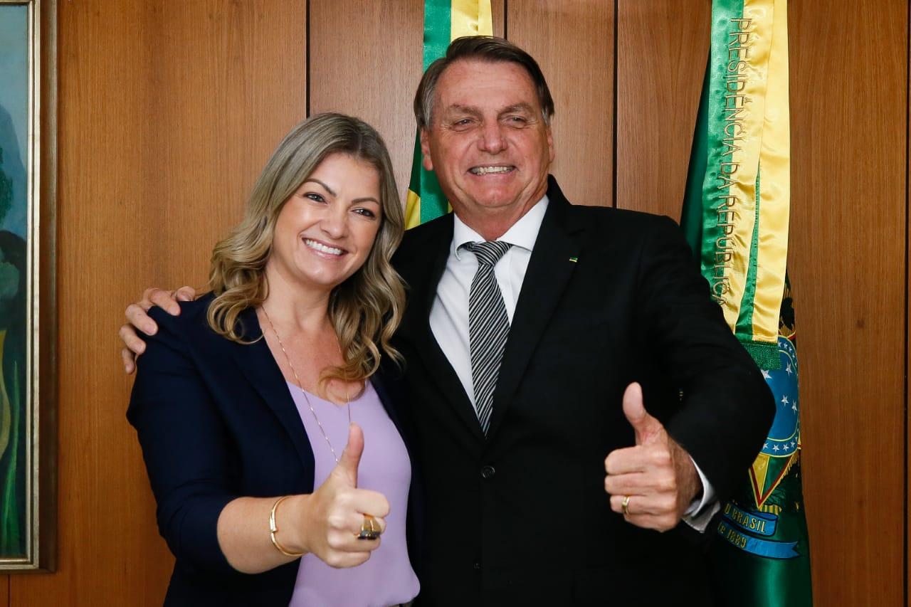 Presidente da Comissão da Agricultura Aline Sleutjes se encontra com presidente Jair Bolsonaro