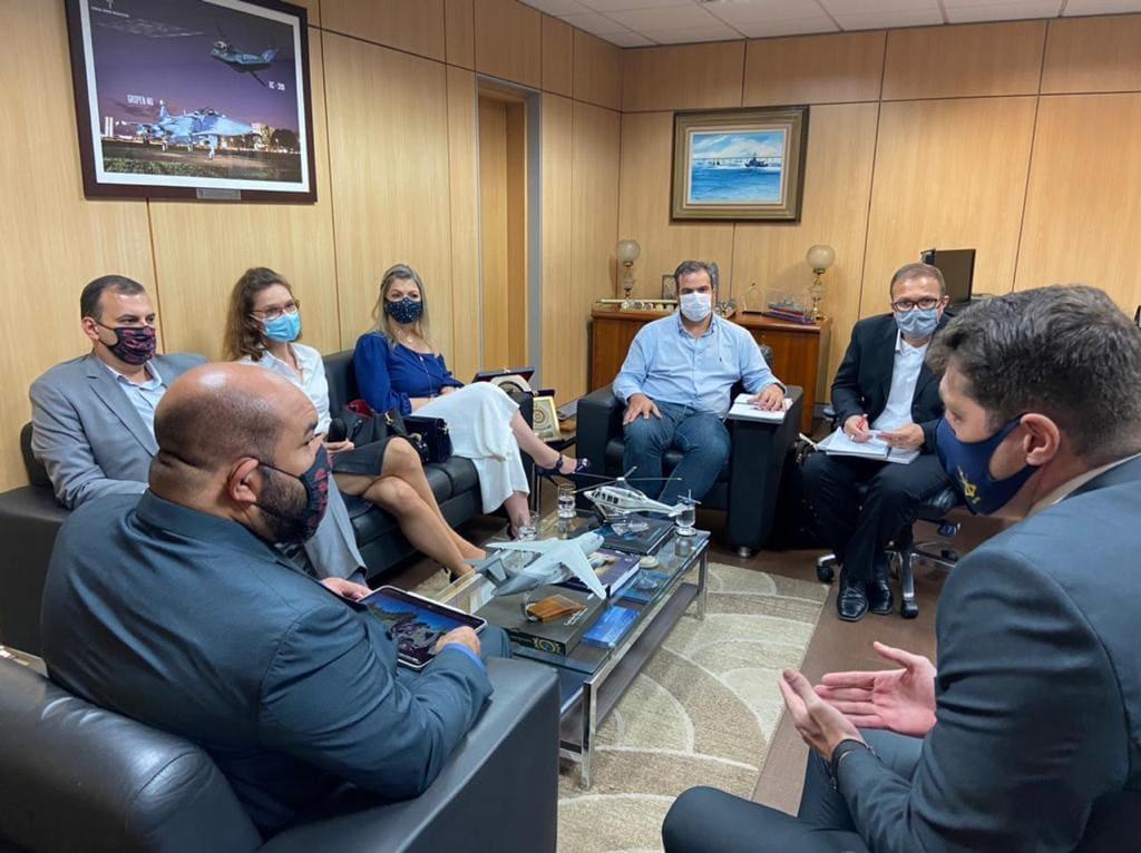 Aline Sleutjes viabiliza reunião com a República Tcheca para apresentar veículos de resgate, blindados e veículos para o Corpo de Bombeiros no Ministério da Defesa