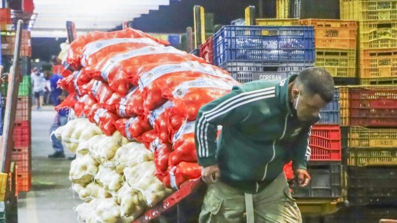 Custo do ovo aumenta em 23,57% e batata diminui em 47,20%, conclui Índice da Cesta Básica