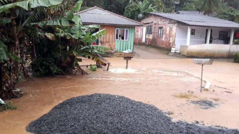 Chuvas afetam 4,5 mil pessoas na RMC e no Litoral