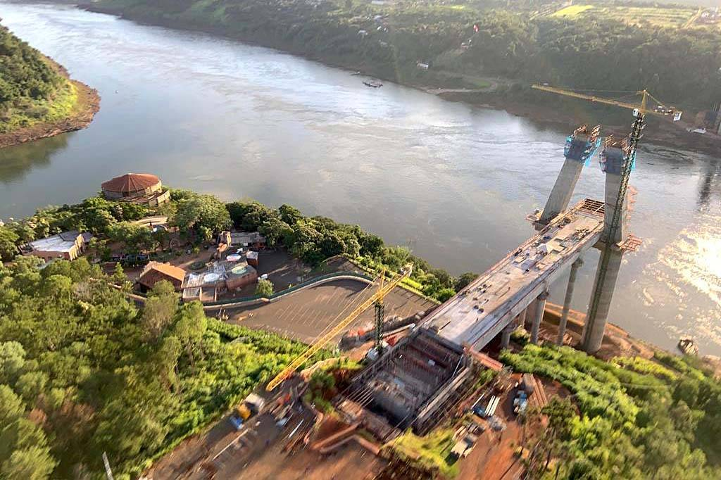 Obra da nova ponte entre Brasil e Paraguai alcança 49% de execução