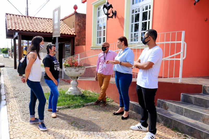 Museu de Tibagi recebe visita de equipe cultural de Telêmaco Borba