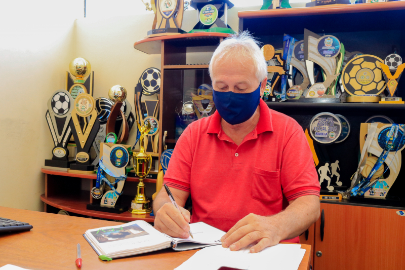 """""""Momento atípico impede reabertura de quadras"""", afirma secretário de Esporte Laércio Aleixo, em Tibagi"""