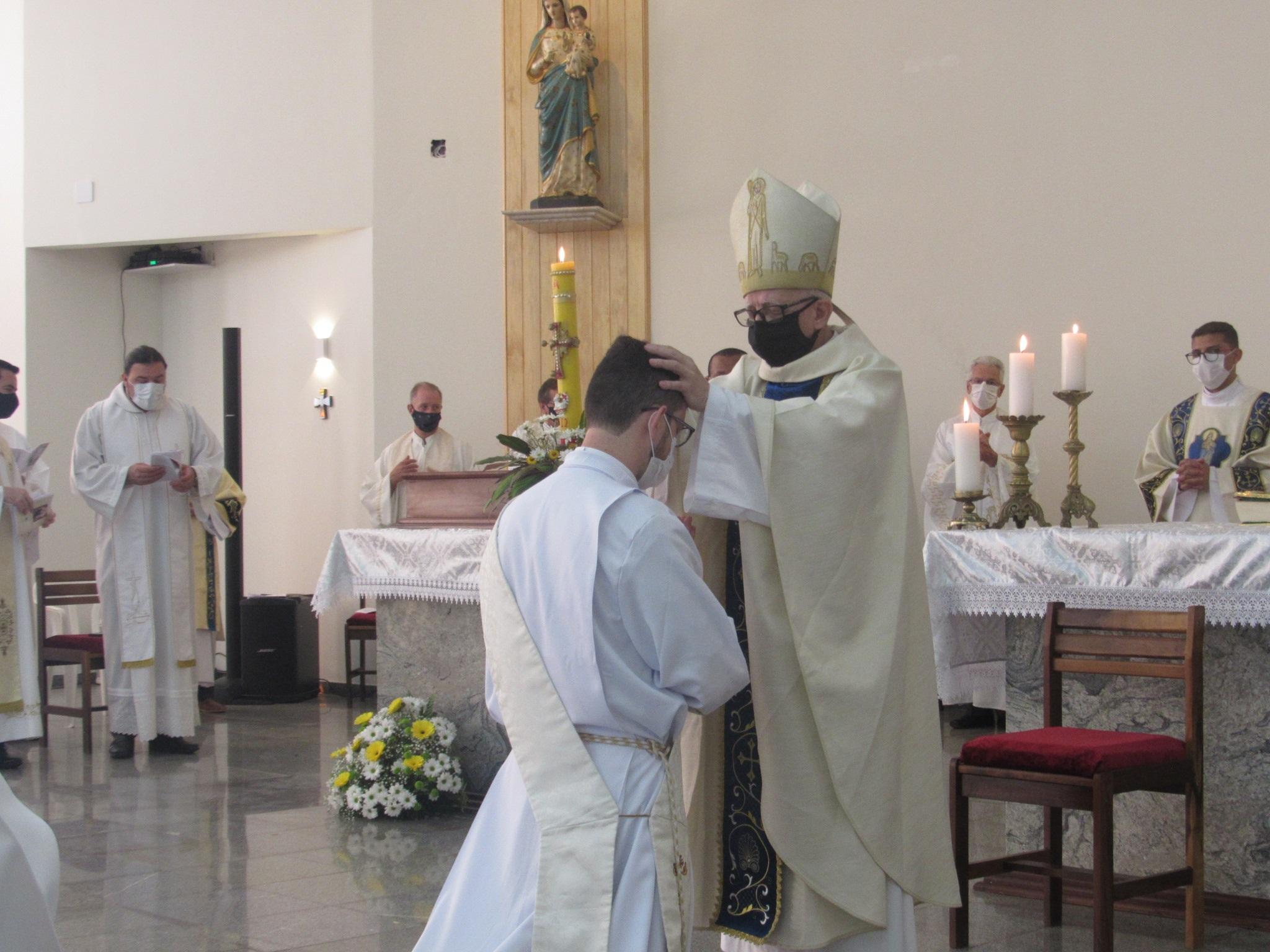 Dom Sergio ordena novo sacerdote em Castro