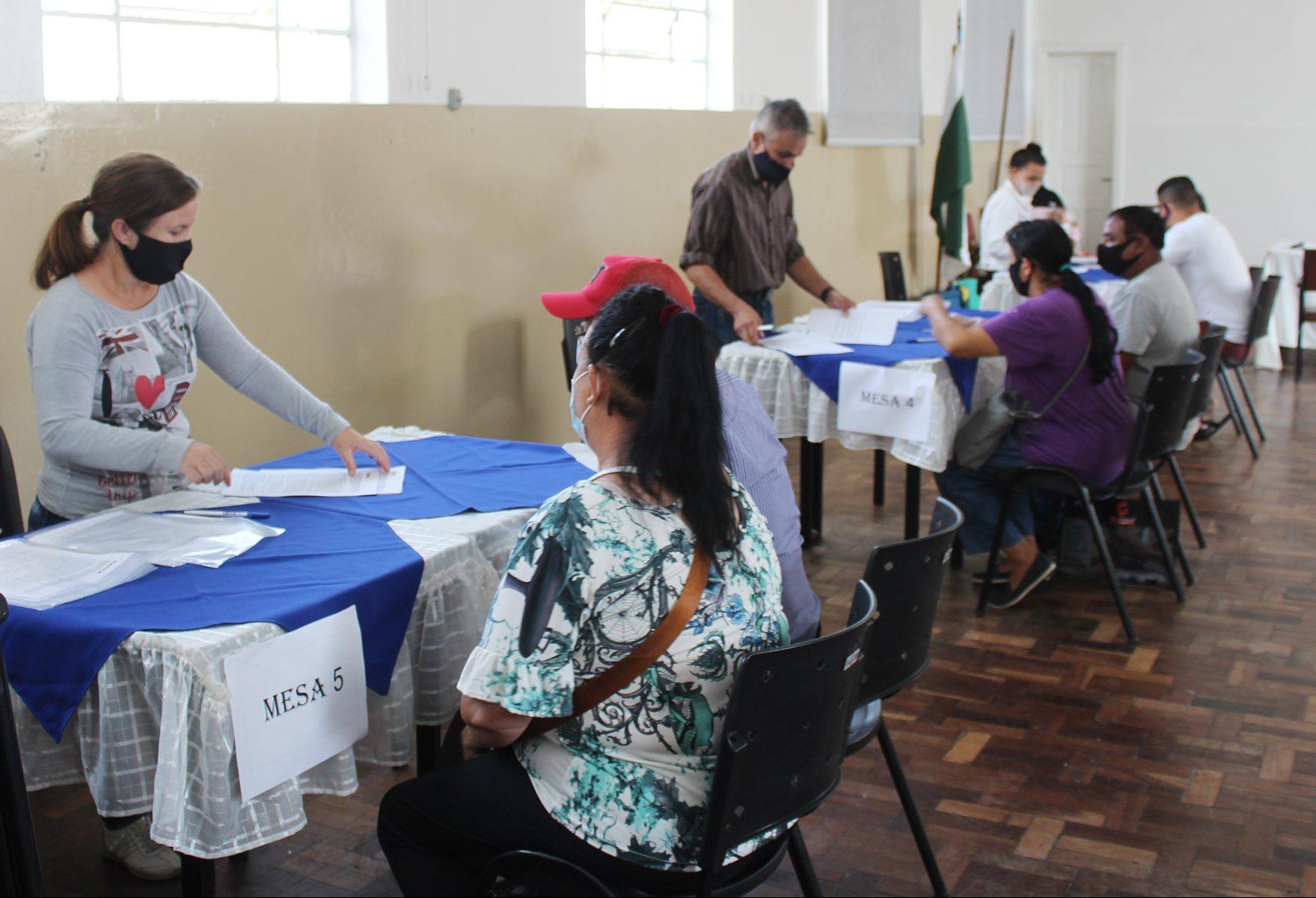 Famílias iniciam assinaturas de contratos de moradias do loteamento Sol Nascente em Palmeira