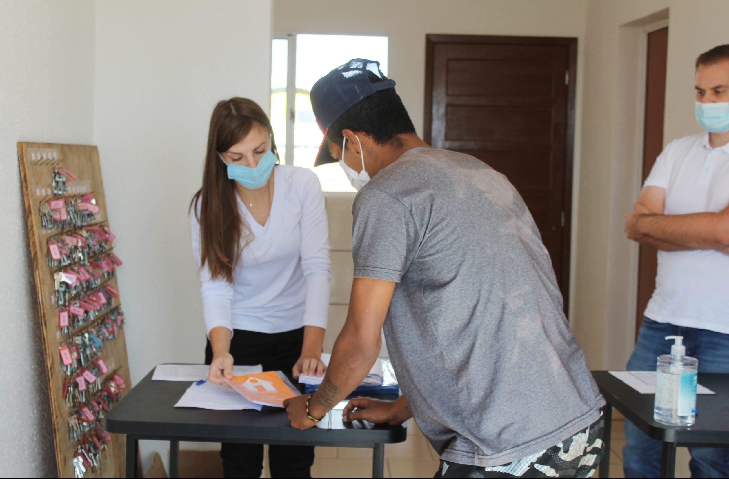 Famílias começam a receber chaves das residências do loteamento Sol Nascente em Palmeira