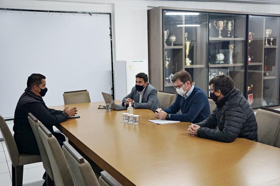 Operário se reúne com Prefeitura para tratar sobre adequações no Germano Krüger