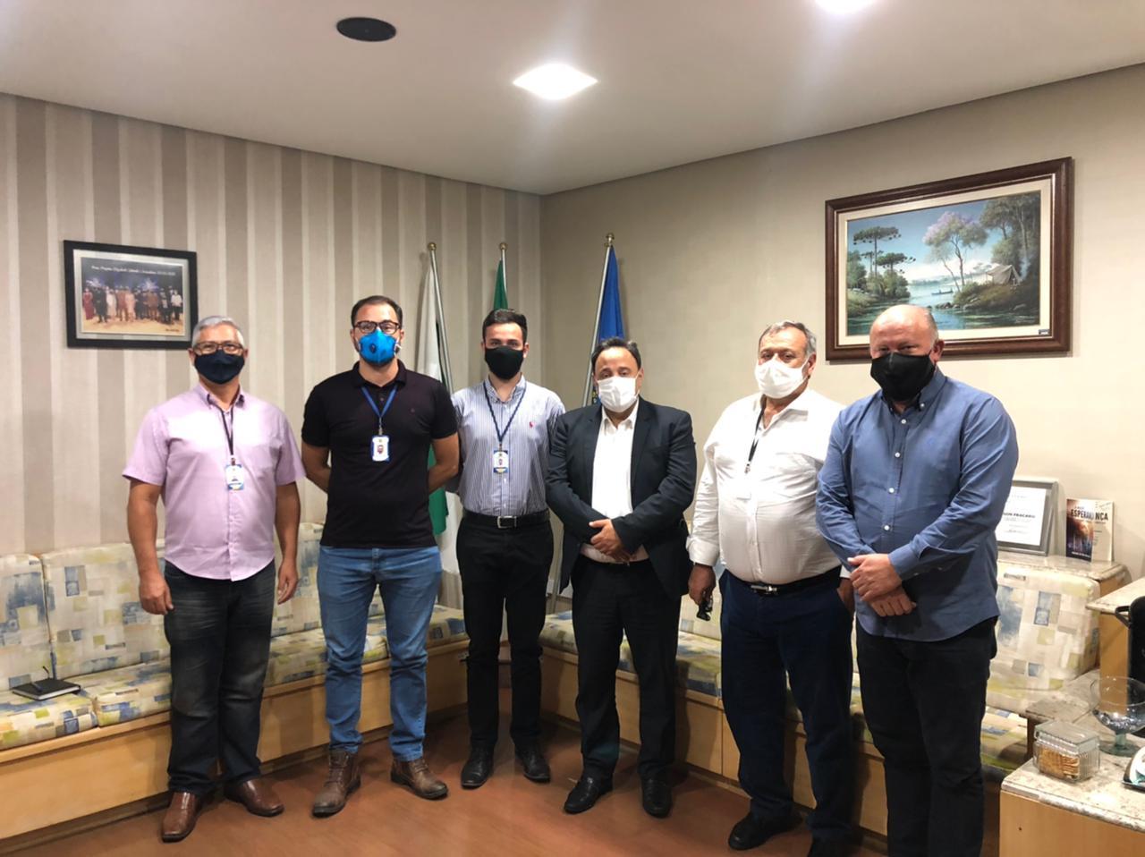 Deputado Hussein Bakri fecha parceria com grupo de vereadores para atender demandas de Ponta Grossa