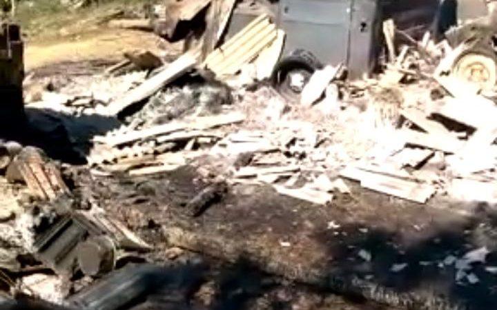 Idoso perde casa em incêndio após tentar espantar abelhas com fumaça