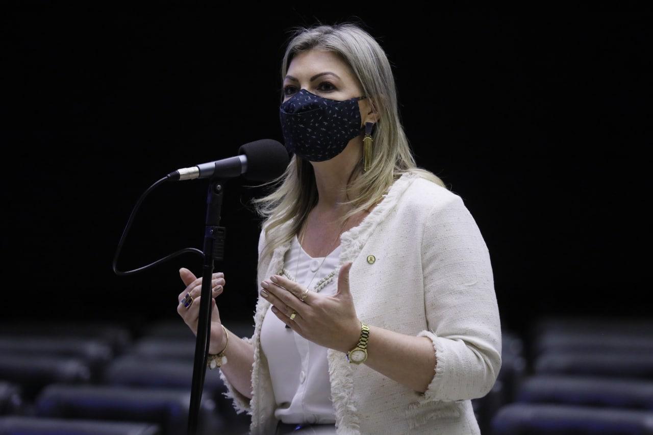 Aline Sleutjes nega ter ameaçado não mandar recurso para Hospital Cruz Vermelha