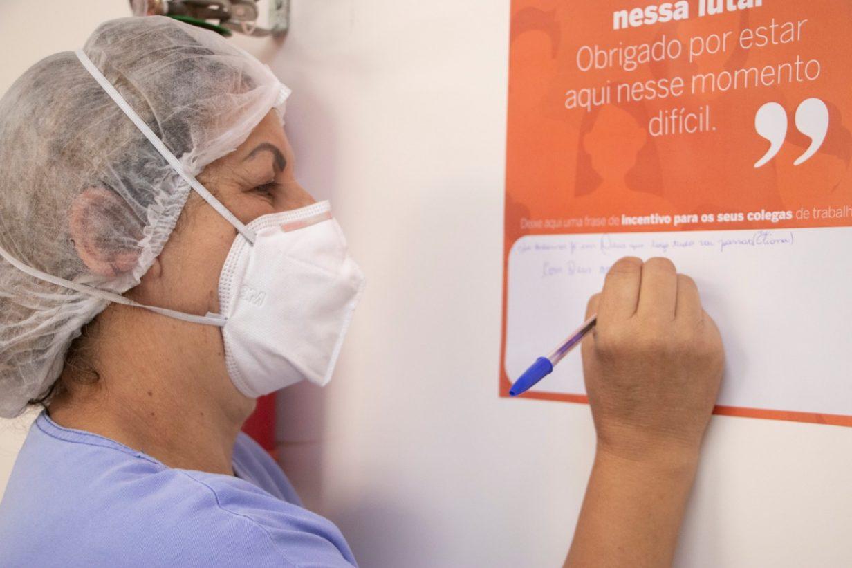 Profissionais da saúde do HU-UEPG recebem mensagens de agradecimento pelo trabalho