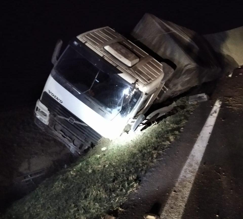 Motorista fica ferido em acidente na BR-376