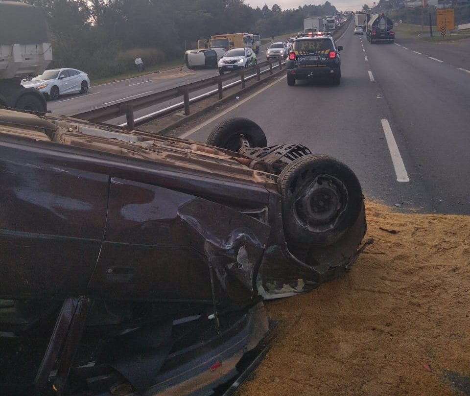 Motoristas se envolvem em acidente na BR-376