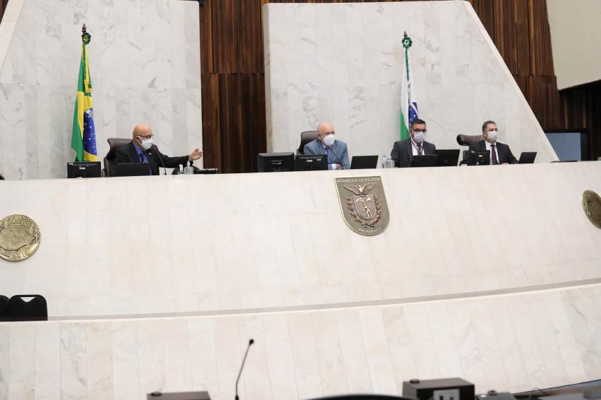 Assembleia Legislativa retoma sessão com presença de deputados em plenário
