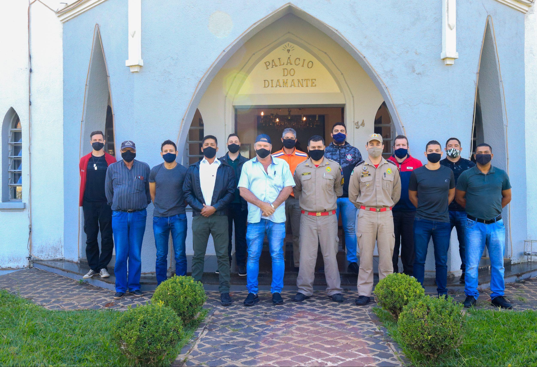 Tibagi dá boas vindas a oito novos agentes da Defesa Civil
